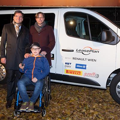 Verein Handshake4life erhält LeasePlan Weihnachtsauto